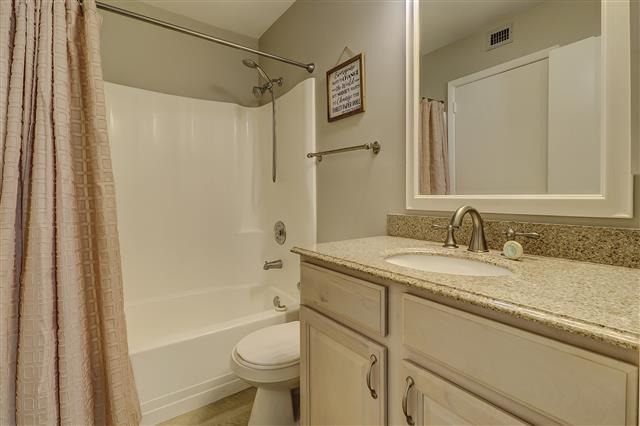 967-Cutter-Court---Queen-Bathroom-17464-big.JPG