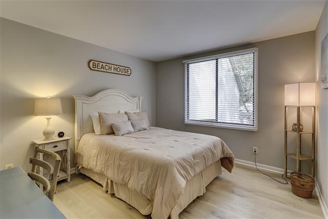 967-Cutter-Court---Queen-Bedroom-17462-big.JPG