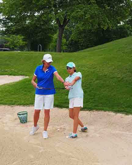 Ladies golf clinic with Dana Rader